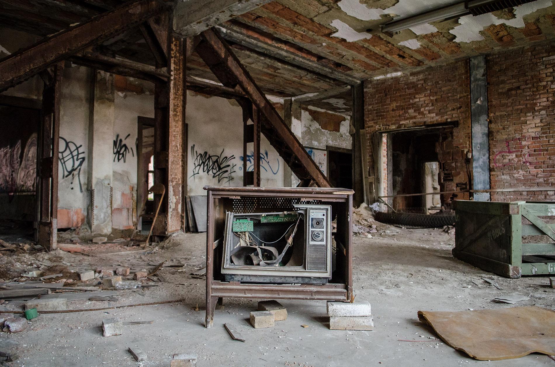 iron and honey photography- melissa ferrara urban decay, urban exploration, abandoned, chicago, gary indiana